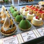 コンフィチュール アッシュ - ショーケース@辻口パティシエの代表的なケーキが