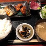 九州の地魚料理 侍 - 「七人の侍」定食 880円。