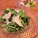 RIGOLETTO KITCHEN - パクチーとテテドモアンヌのサラダ 500円