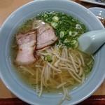 三国 - 料理写真:らーめん450円