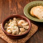 グリル&バー ブ バーベック - 料理写真:小エビとマッシュルームのアヒージョ