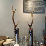 ナイン ストーリーズ - 鹿の角がはえた生ビール サーバー