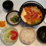 プチレストラン 喜和深 - 鍋定食(690円)