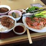 昌徳苑 - 肉を御飯に乗せて頂きました。 沢山の肉が有りました。(^^)