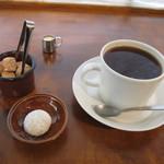 81553931 - 東京・三軒茶屋のNOZY COFFEEの豆を使用のコーヒーホットと焼菓子