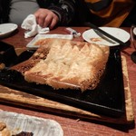 とり鉄 - 烏骨鶏の羽根つき餃子 580円