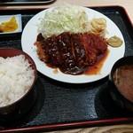 カリフ - 料理写真:とんかつ(ライス・みそ汁付)