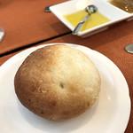 ビストロ プティル - 自家製パン (ランチBコース 2700円 2018.Jan)