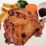 マーケットレストラン AGIO - 「炭火焼チキン」パリッと焼き上がり、肉汁ジュワーで美味!醤油ソースをかけると香ばしさが増し、絶品!