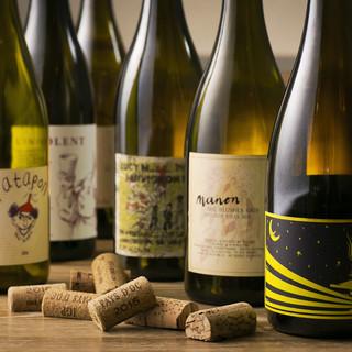 世界各国の自然派ワインがずらり。14種のワインカクテルも◎