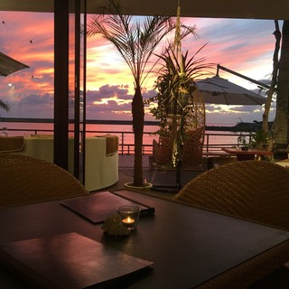 刻一刻と変化する美しい夕焼けを眺めながら、時間を忘れて