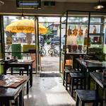 パクチー丸太町 - 店頭にはタイの麺屋台