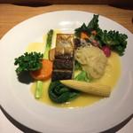 スナガ - ランチ お魚料理 1,200円 サラダ、御飯つき。 この日は『鯖のムニエル』でした。