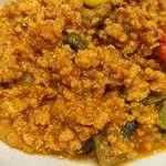つむぎカフェ - つむぎカフェ @板橋本町 ピーマンと赤・黄のパプリカが使われ、カレーの味はかな~り薄めの8種のスパイス キーマカレー