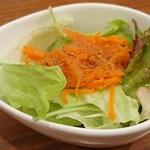 つむぎカフェ - つむぎカフェ @板橋本町 8種のスパイス キーマカレー に付くミニサラダ