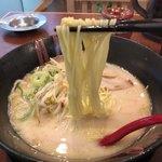 ラーメン いずみ - 麺
