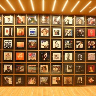 音楽家がセレクトしたCD/レコードを展示。ライブスペースも♪