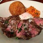 81565917 - 「肉ビストロのステーキ丼 ソースジャポネーゼ」980円