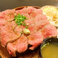 コロンブス-2017年12月 熟成ミスジローストビーフ重大盛り【1980円】これ食べたらペラペラの肉を巻いた普通のローストビーフ丼は食べられなくなります!