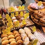 とびら - 店内のパン