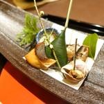 81573662 - 「組肴」                       鰤粕漬け、鰯蒸し煮、粒貝旨煮、                       小鯛笹漬け寿司、分葱と烏賊の生姜ゼリー掛け