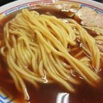 81575511 - 丸断面の中太ストレート麺は、柔めながらももっちりとした食感