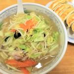 ぎょうざの満洲 - 料理写真:タンメンと餃子1.5玉