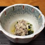 かわ広 - 鯛と菊花と若芽の酢の物