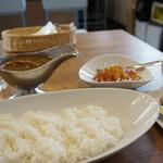 欧風カレー 小夢 - 料理写真:900円のカレーセットでこれだけ付きます(2018.2.26)