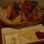 mati-cafe - ポテトと鶏のから揚げ、なんてことなさそうなのにしっかり美味しい。