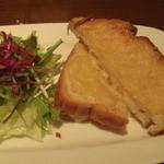 mati-cafe - チーズのホットサンドもいけました。