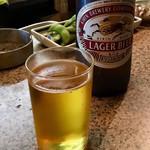 酒処 竹富 - 瓶ビールは大瓶が450円、中瓶が350円、などとなっている。(何を頼んだか知らないので、曖昧に書いているわけ)