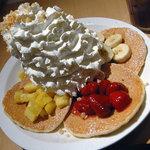 エッグスンシングス - ホイップクリームパンケーキサンプラー