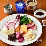 旬菜リビング キョーヤ - 甘みや食感、風味を食べ比べつつ、旬を堪能できる『本日の旬菜10種盛り合わせ』