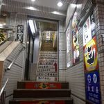 たなか畜産 東十条店 - 今回はしっかりと事前予約してきたので、焦らずゆっくりと階段を登って店内へと進みます。