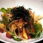 """Shake - """"旬野菜のたっぷりサラダ""""(480円)。"""