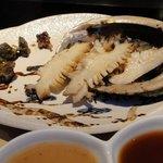 炫 - 【ディナーコース 蔵】【活】鮑鉄板焼(0.5人前) 手前は味噌ダレ、醤油ダレ