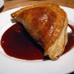 CAFE;HAUS - 4種のキノコとフォアグラのパイ包焼き