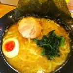 壱八家 - 料理写真:ラーメン中盛。¥730(中盛サービス)