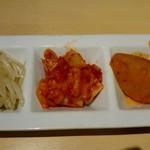 韓感 - 食べ放題 もやしナムル、キムチ、じゃがいも