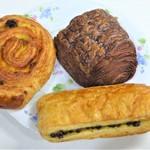 81603036 - 自宅にて:左上からパンオレザン・ショコラティエのパンオショコラ・スイスパンオショコラ