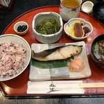 鈴波本店 膳処 - 銀だら定食 1,728円 銀だら、丹波黒豆、小鉢(茎わかめの和え物)、ご飯、赤だし、漬物、梅粕酢