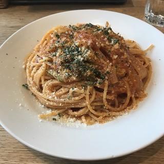 チキチキ&タンタン - イタリア産パンチェッタベーコンとアスパラのトマトソーススパゲッティ。 税込850円。 美味し。