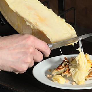 ◆オススメ◆今までなかった!感動の味【ラクレットチーズ餃子】