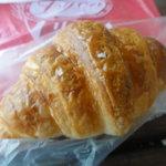 小麦館 - クロワッサン(\140)
