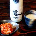 浦江亭 - 虎マッコリ 高麗の時代から伝わる製法で、添加物は一切使っていない。米だけを使い生のまま搾った名醸酒。