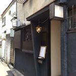 ビストロカタヤマ - 細い路地にあるお店