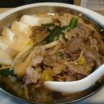 角常食堂 - 具は牛肉・豆腐・白菜・春菊・ネギ・舞茸・エノキ 味付けは肉鍋より気持ち薄めに感じました