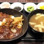 JALファーストクラスラウンジ - ビーフカレー&味噌汁