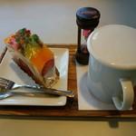 SANSYUEN - 料理写真:「フルーツロール」と「紅茶」